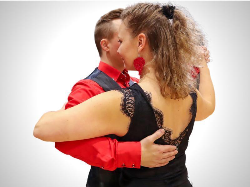 TanssiOnline-palvelun paritanssikurssit